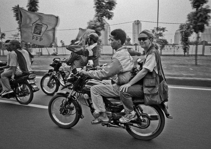 Paula Bronstein Jakarta, Indonesia 1998. Yunghi Kim photo